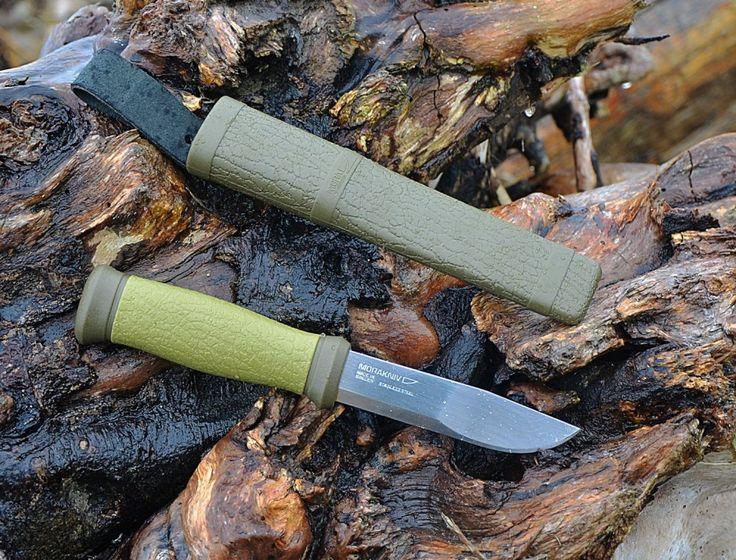 MORAKNIV 2000 GREEN Нож Morakniv 2000из года в год попадает в десятку лучших ножей различных авторитетных рейтингов как самый удобный и универсальный нож для туристов, охотников и рыбаков. В основном такую популярность Morakniv 2000 заслужил за свою надёжность, удобство и невысокую стоимость.  При своих выдающихся характеристиках и небольшой цене равных ножу Morakniv 2000 просто нет!