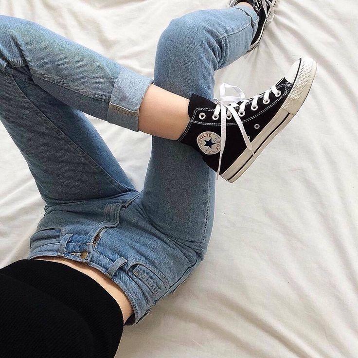 фото ноги девушек в кровати