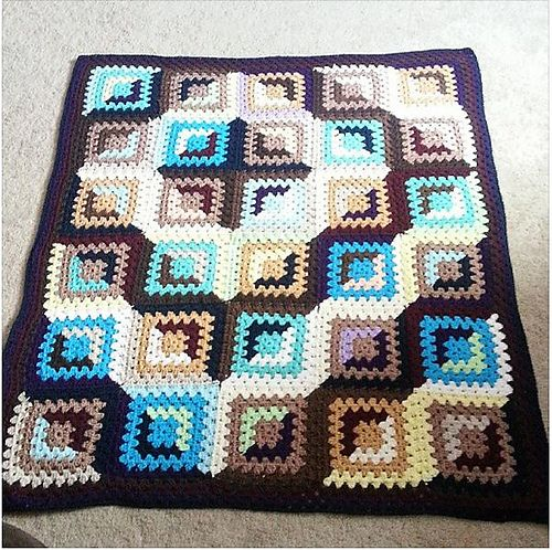 FREE Crochet pattern for Good and Evil Granny Blanket