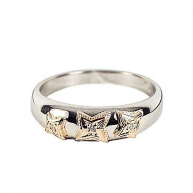 Кольцо со звездой с бриллиантами из комбинированного золота