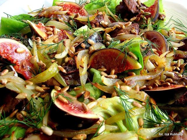 Smaczna Pyza - wątróbka z cebulką i figami na sałacie - http://smacznapyza.blogspot.com/2012/10/watrobka-z-cebulka-i-figami-na-saacie.html