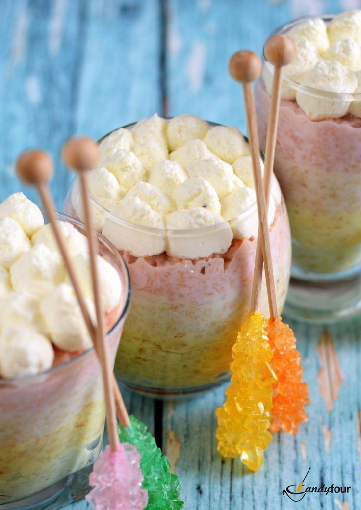 Szivárvány zabkása kandiscukorral színezve és édesítve. Porridge with rock candy sticks. A kifoztuk.hu oldalon  a Candyfour receptjei között.