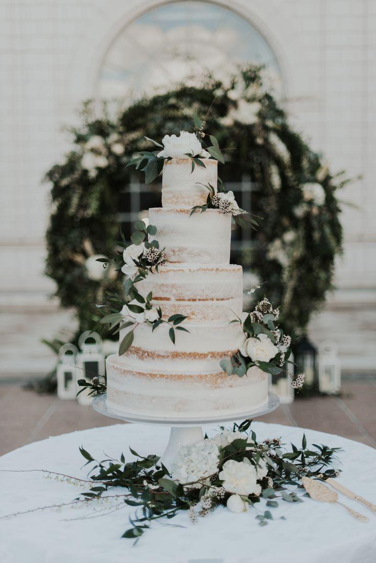 Trägt Kuchen   – Cake Ideas
