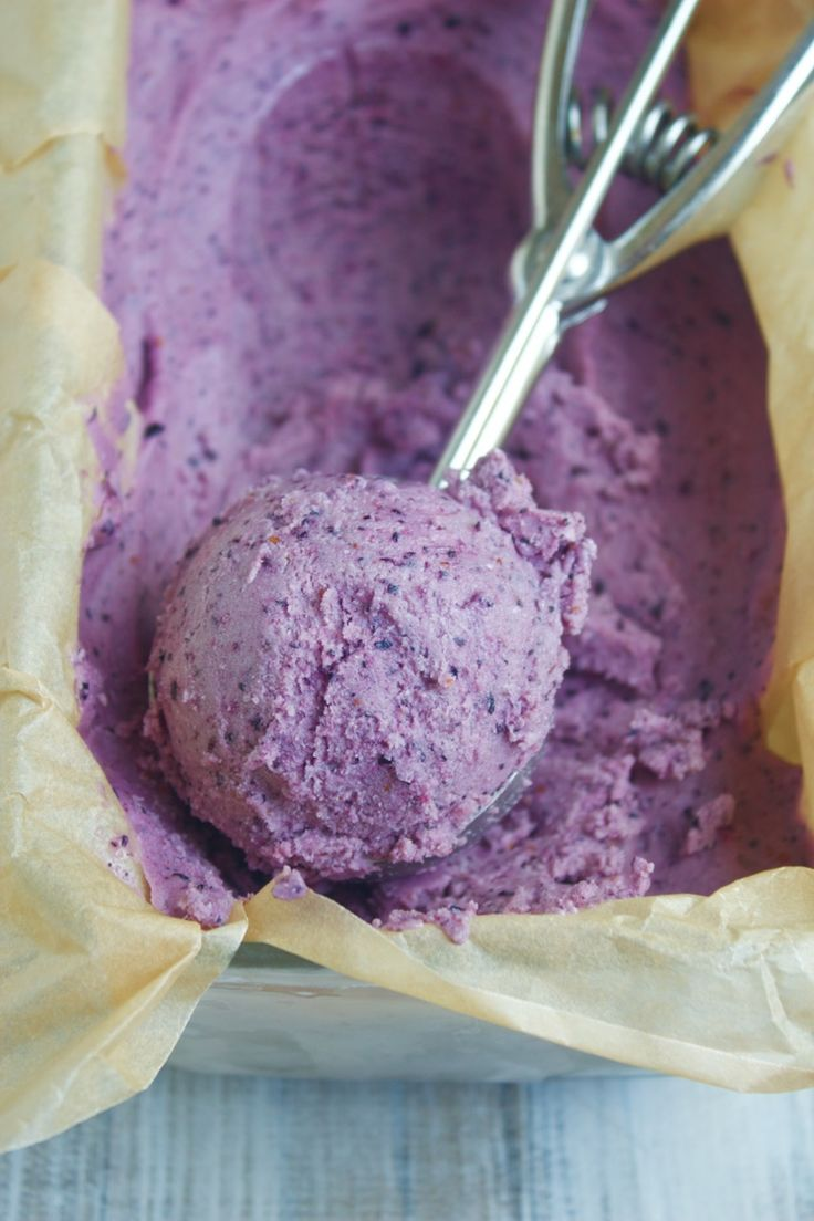 3 Ingredient Blueberry Cheesecake Ice Cream {No-Churn, Fruit-Sweetened}