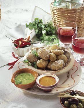 Unser beliebtes Rezept für Kanarische Kartoffeln mit roter & grüner Mojo und mehr als 55.000 weitere kostenlose Rezepte auf LECKER.de.