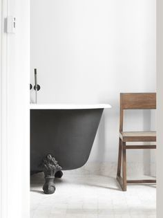 Discover the best vintage style bathroom decor inspiration for your next interior design project here. For more visit http://essentialhome.eu/