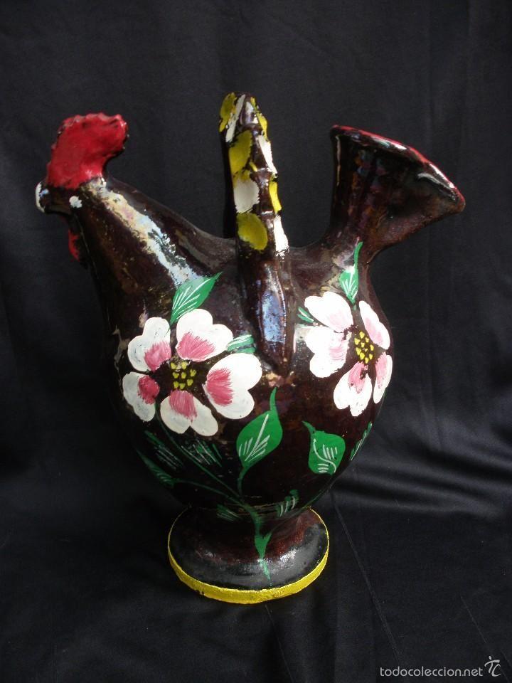 Botijo de portugal con forma de gallo en cerámica vidriada en cobre y bellamente policromado