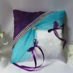 Magnifique coussin d'alliance turquoise violet prune et galon de strass
