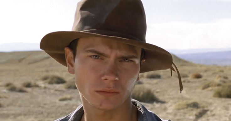 river phoenix death photo | River Phoenix fascination continues 20 years after death
