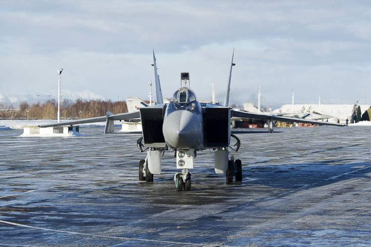 15 photos of the MiG-31, the Russian fighter jet that can chase away SR-71 Blackbirds  -  September 5, 2017: As an interceptor, the Foxhound was not made for dog fights, but instead for defending Russia's borders from enemy bombers, able to swoop in quickly and hit targets before jetting out.