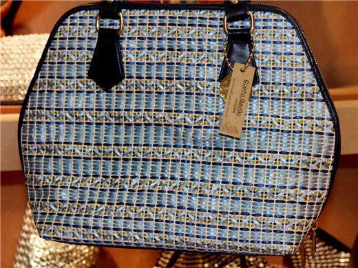 Bolsa feita com  tressé de fita de cetim