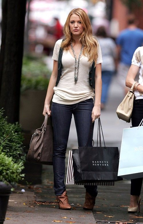 I don't know what I like most...the outfit or the Barneys bag.