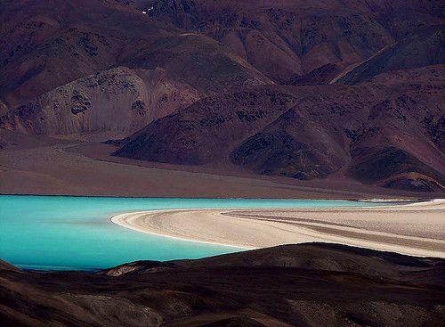 Laguna Verde Argentina, Tinogasta - Catamarca : Al pie del volcán Pissis, el tercer pico mas elevado de América, se desprende esta maravillosa laguna con sus espectaculares contrastes propios de la arida y estremecedora cordillera de los Andes.       | soscatamarca