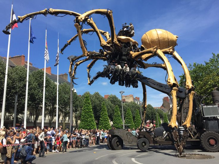 Watch La Machine's incredible performance of their Grande Araignée, or Giant Spider, in Nantes this past weekend.