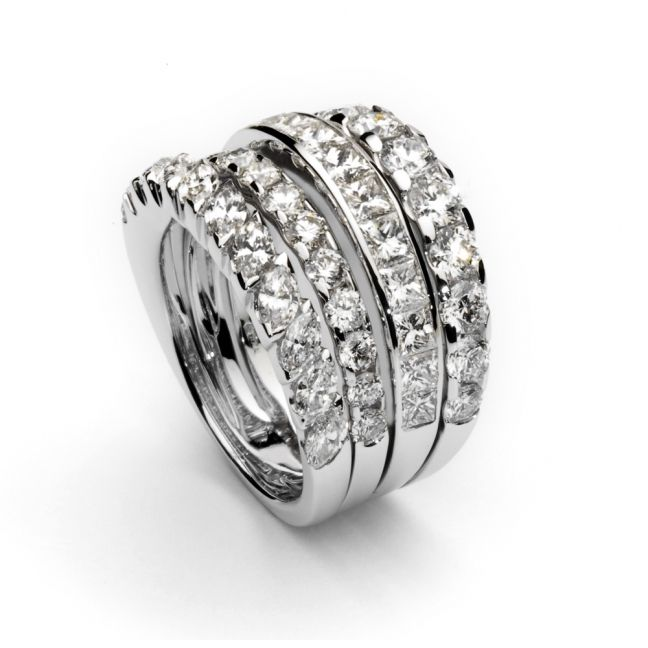 Anillo de oro blanco con fila de brillantes blancos (2,06 quilates GH-VS), diamantes talla marquise  y diamantes talla princesa 10.145 €