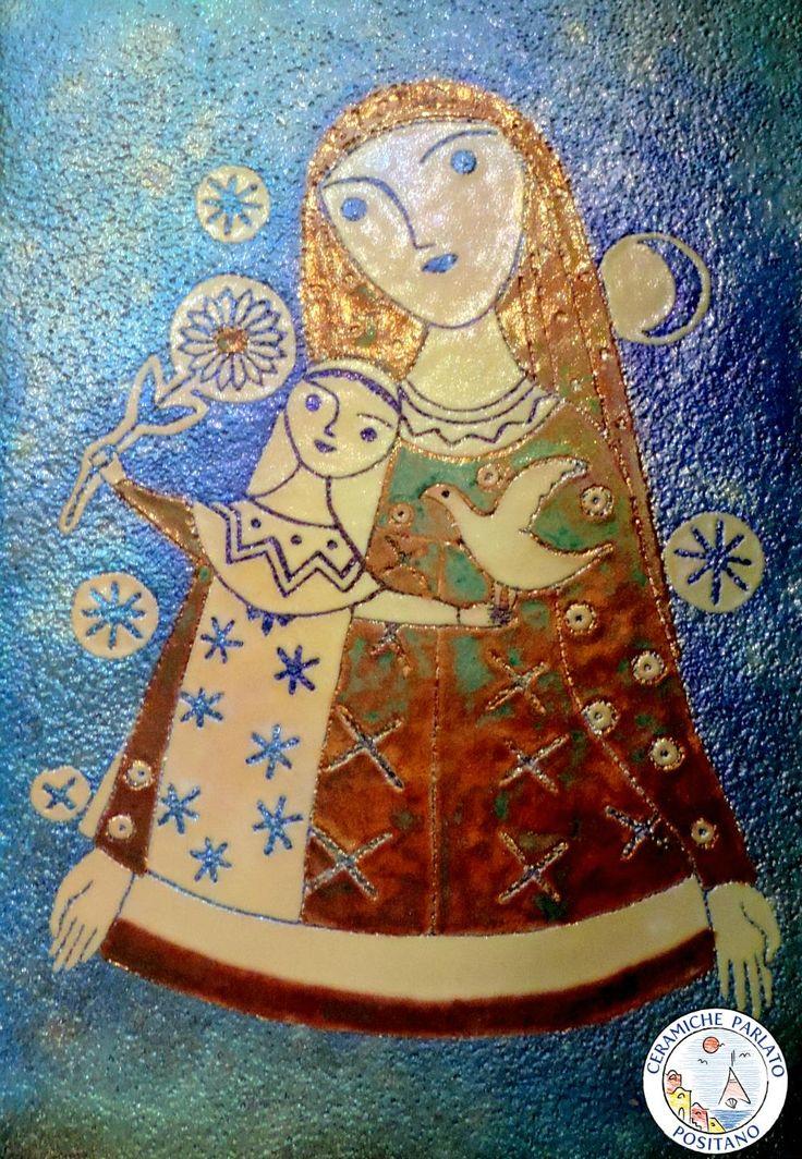 Una delle nostre mattonelle con tecnica lustro che si aggiunge all'oggettistica d'arte. http://www.ceramicpositano.com/