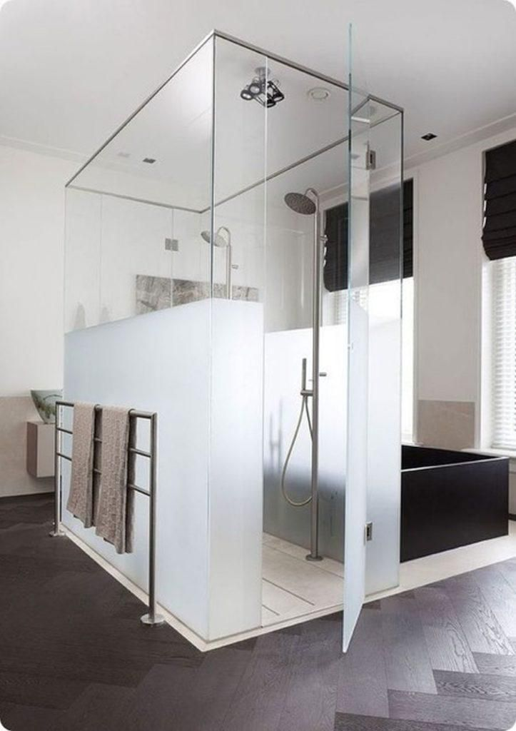 Freistehende Glasdusche Mit Teil Mattem Glas Fur Privatsphare Glaserei Rolf Weber Gmbh Badezimmer Innenausstattung Duschtur Design Fur Zuhause