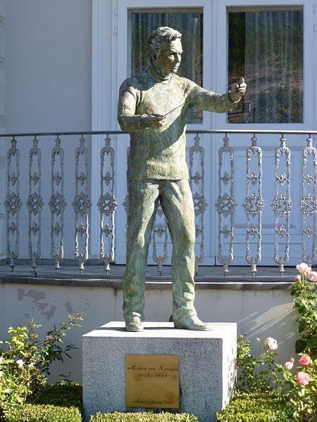 Herbert von Karajan - Statue Geburtshaus