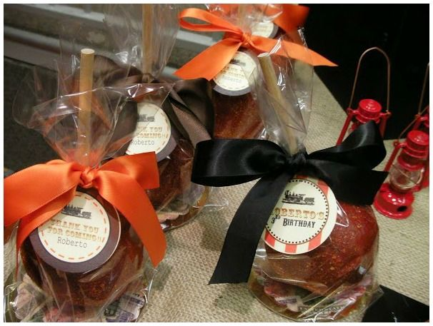 Toffee apples as party favors #ToffeeApples #Favors