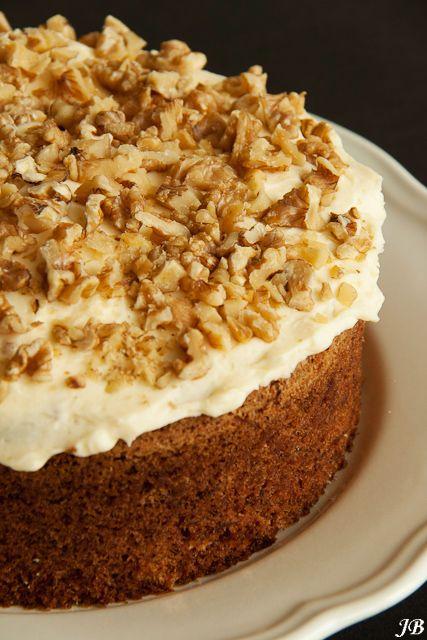 Carolines blog: Ottolenghi's worteltaart met walnoten. Heb hiervan alleen het glazuur gemaakt. Erg lekker, heb iets meer poedersuiker toegevoegd.