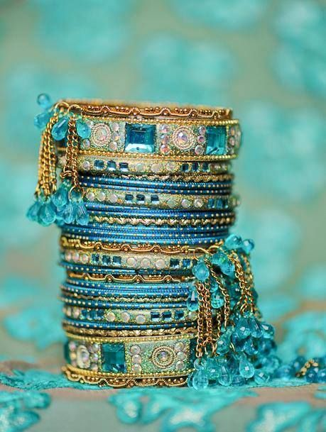 from: Ana Rosa via celiabasto. tumblr.com/post/86310254270 (I love the colors of these bracelets.)