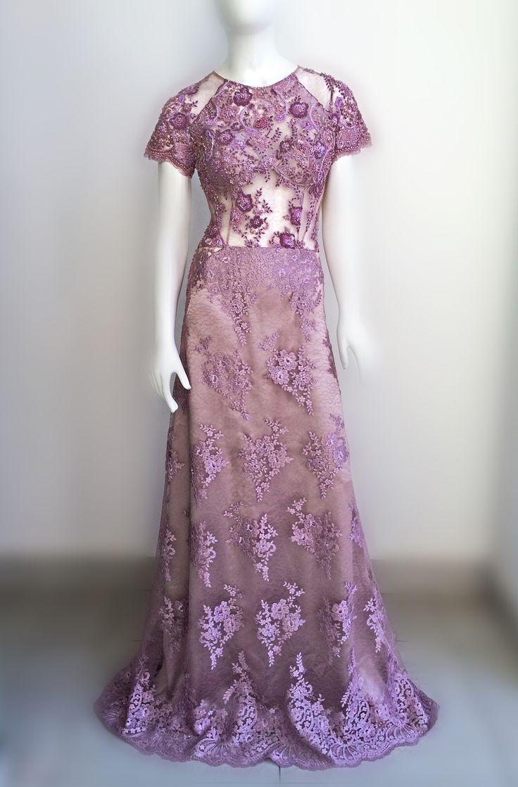 Delicado e com detalhes elaborados. Nosso incrível vestido em tom lavanda com bordados que parecem flutuar sobre a pele. #estiloluciafranco #bordados #rendas #couture #altacostura