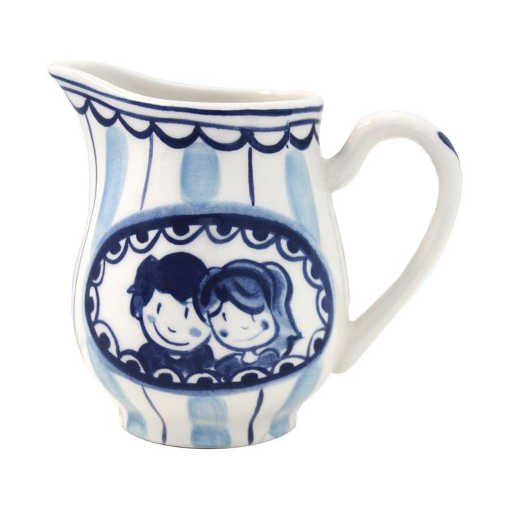 The Milk Jug from the Delft Blond series is made of pottery. It is also available as a set in combination with the Delft Blond sugar pot. A beautiful eye-catcher on your table or a perfect wedding gift. Especially when the couple collects Blond Amsterdam tableware or if they are going to live abroad.