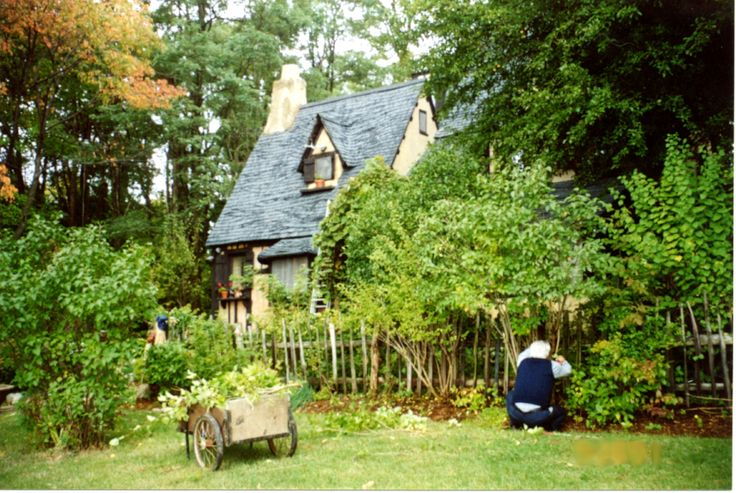 english cottages | Lana's The Little House - English Cottage Gardener