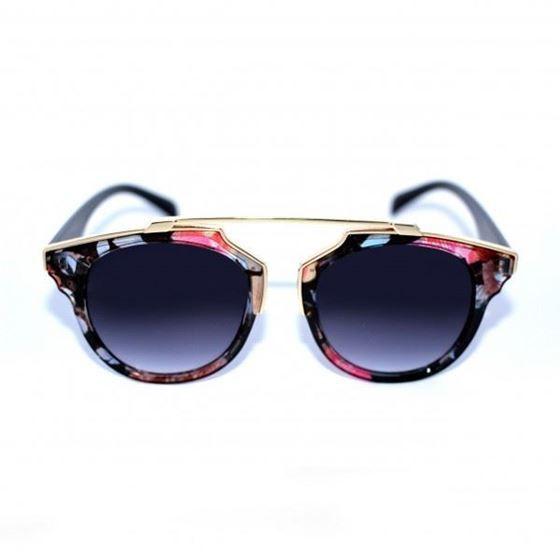 Gafas de Sol #INSIGNIA Originales gafas estampadas florales con puente en la parte superior. Sus varillas son de bambú 100%. Cómodas por su ligereza y modernas por su diseño, y sin olvidarnos de sus lentes UV400.