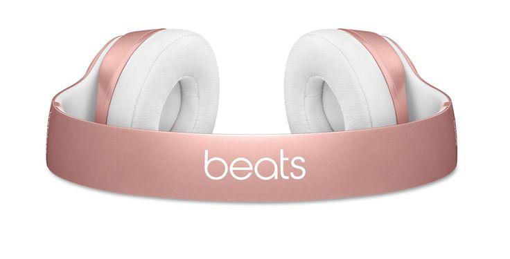 Rosa Beats: Apple Beats Solo 2 Wireless und urBeats In-Ear Kopfhörer in roségold! - https://apfeleimer.de/2015/11/rosa-beats-apple-beats-solo-2-wireless-und-urbeats-in-ear-kopfhoerer-in-rosegold - Mit dem iPhone 6s und der Apple Watch in rosa bzw. roségold hat Apple einen neuen Trend eingeläutet. Jetzt sind auch die passenden Beats Kopfhörer in rose gold im Store erhältlich. Sowohl die kabellosen On-Ear Bluetooth Kopfhörer Beats Solo 2 als auch die In-Ears Beats urBeat