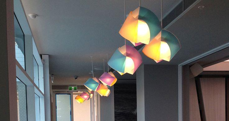 Gemmy Suspension by Croce, Ragnisco, Spalletta and Wijffels lights up the colored interiors of Matisse Beach Club in Perth (Australia)