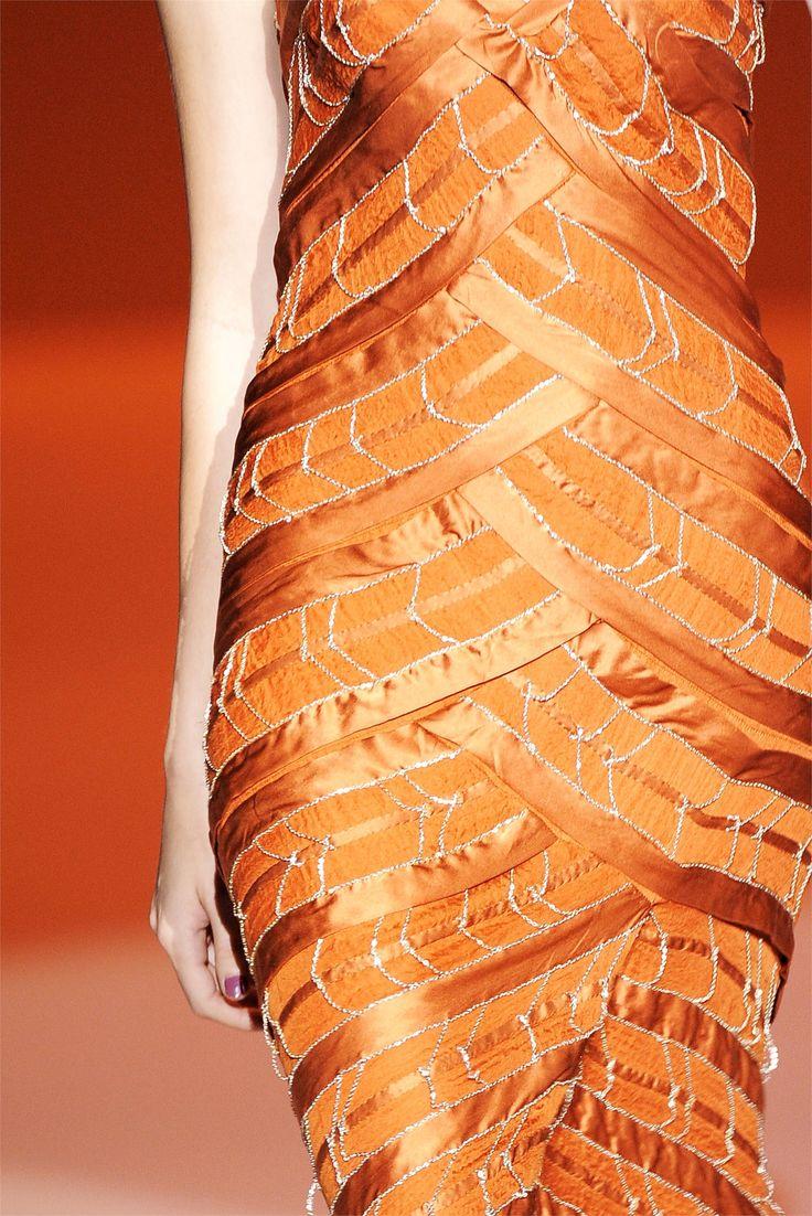 fromobscuretodemure:    Details: Carolina Herrera S/S 2010.