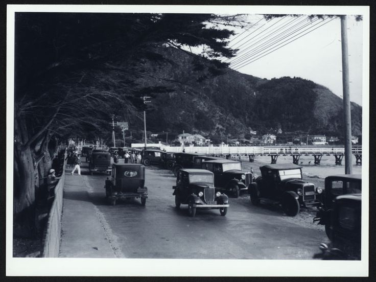 Days Bay [picture] : showing cars on Eastern Bays Marine Drive