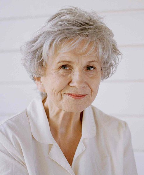 Alice Munro Wins Nobel Prize in Literature | The New York Times