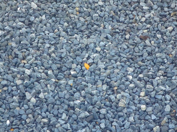 De ondergrond bestaat uit allemaal grijs-blauwe puntjes, met in het midden een geel puntje.