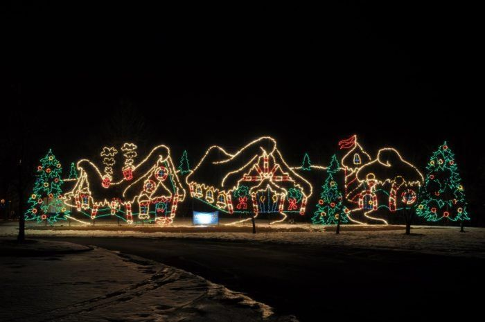 Here S The Perfect Weekend Itinerary If You Love Seeing Ohio S Magical Christmas Lights Christmas Light Displays Holiday Lights Display Holiday Lights