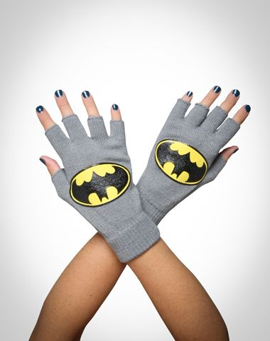 Batman gloves!! And you can still text with them!! Dude I want these xD