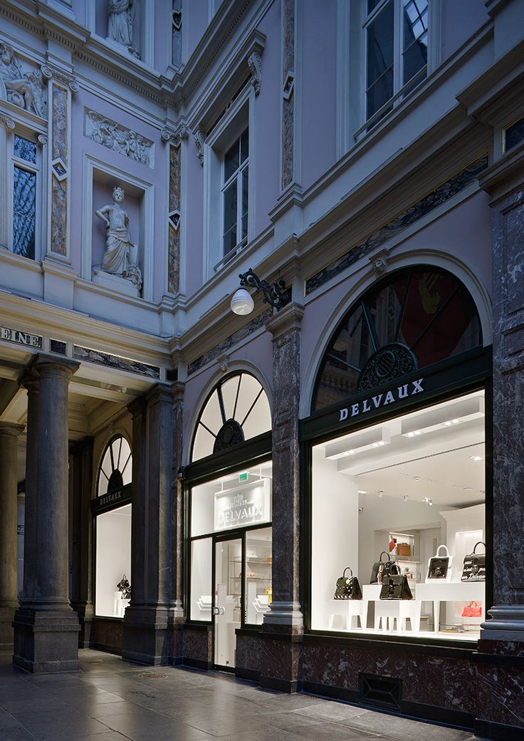 The #Delvaux boutique at the Galerie de la Reine in #Brussels #ブリュッセル #브뤼셀 #布鲁塞尔