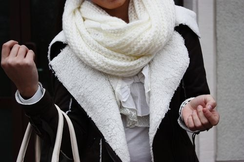 ♥: Fashion, Knits Scarves, Winter Clothing, Black And White, Big Scarves, Winter Outfit, Random Pin, Accessories, Winter Coats