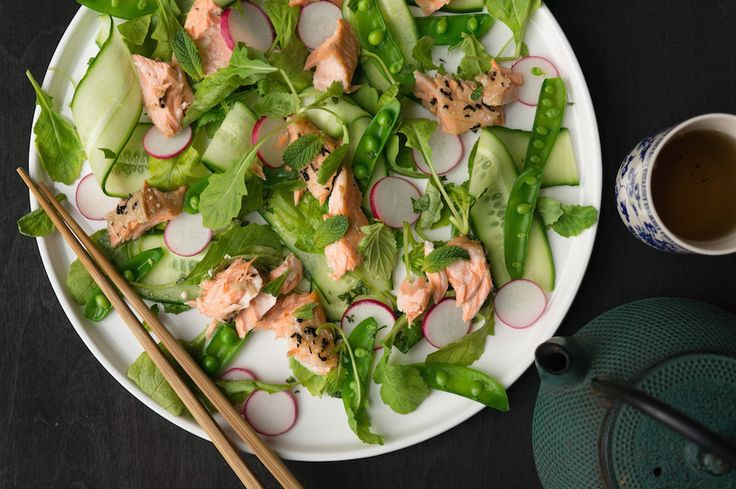 Culy Homemade: zalm met lapsang souchong-thee en frisse salade