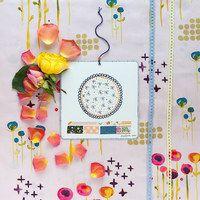 Ještě jedna třpitivá kráska z letní kolekce Haiku a nejkrásnější obrázky. Pinoženka jich má spoustu v kufříku, tak nakoukněte. Látka:http://www.peonygarden.cz/latky/poem