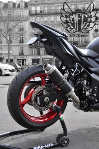 les 25 meilleures id es de la cat gorie peinture moto sur pinterest street tracker custom. Black Bedroom Furniture Sets. Home Design Ideas