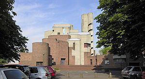 Resurrección de Cristo es una iglesia católica romana en Colonia del distrito Lindenthal , el 1968-1970 después de los planes del arquitecto Gottfried Böhm construido en 1971 y consagrada era. Es considerado como un ejemplo típico y completar una serie de muy plástico, edificios escultóricos del arquitecto.