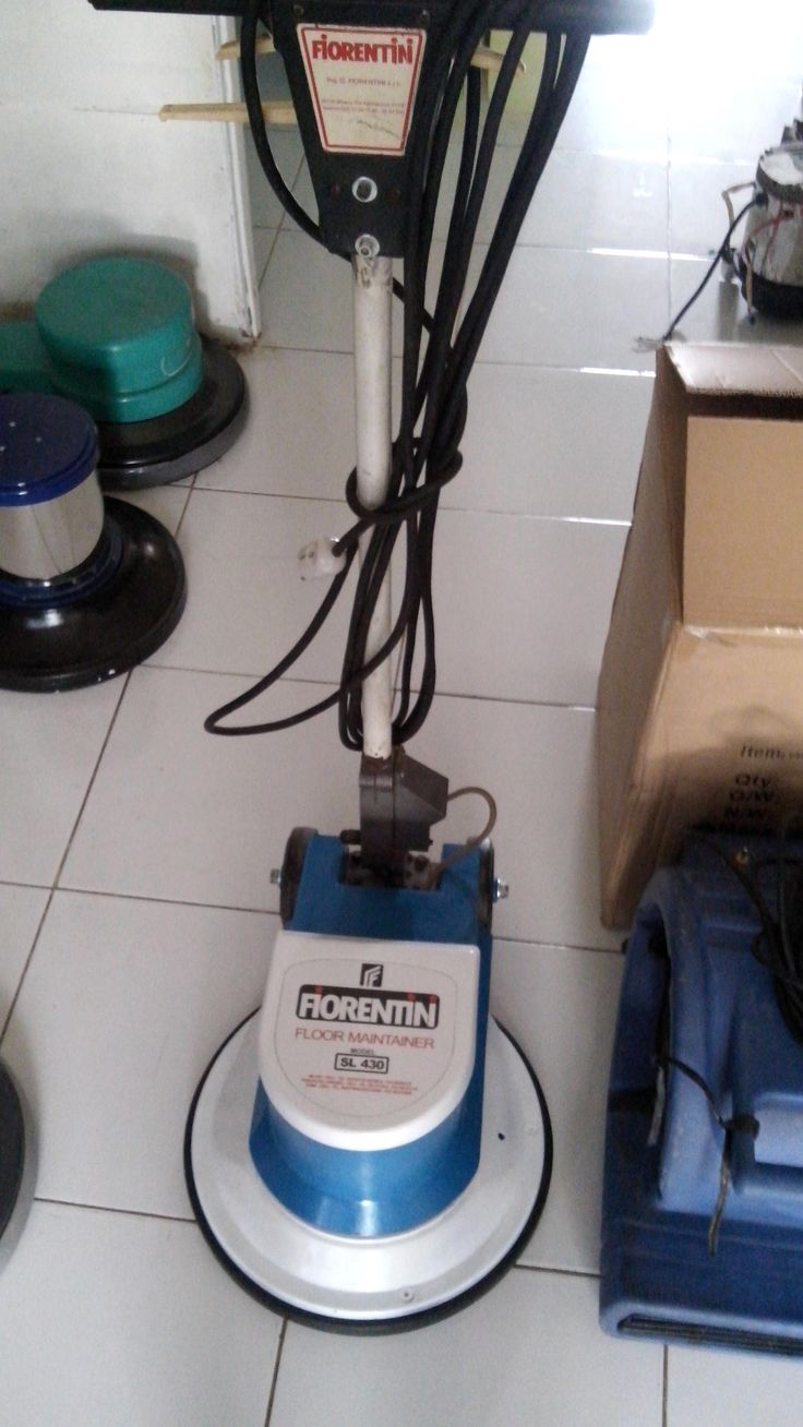 Jual mesin polisher lantai second/floor polisher Fiorentini SL 430 spesifikasi :   Model : SL 430  Power : 1200 Watt  Diameter : 17 Inch  Speed : 175 Rpm  Weight : 50 Kg  Cable : 11 M  Including : Main body,pad holder,water tank  Country : Italy for India  Condition : 85 %  Garansi 1 tahun