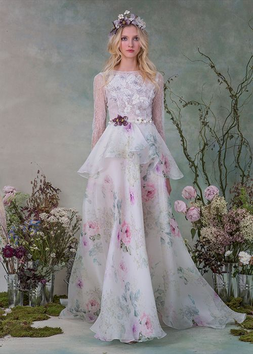 Tendance Robe du mariée 2017/2018  Elizabeth Fillmore Floral Wedding Dress | Brides.com  Tendance Robe du mariée 2017/2018 Description Elizabeth Fillmore Floral Wedding Dress | Brides.com