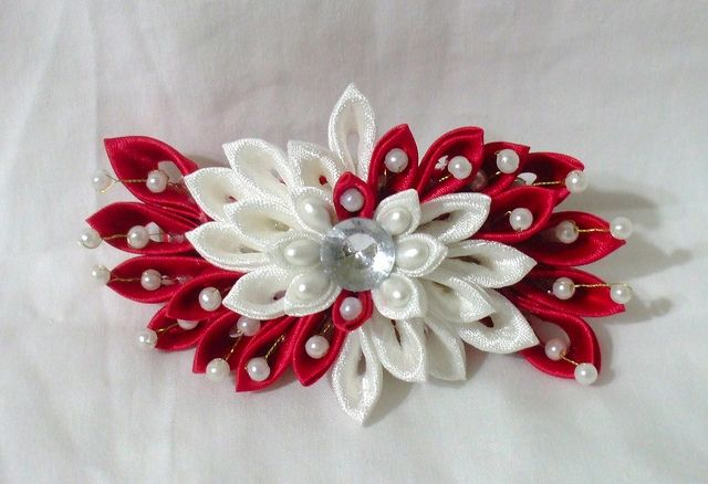 Red and white satin barrette - by Imlothmelui