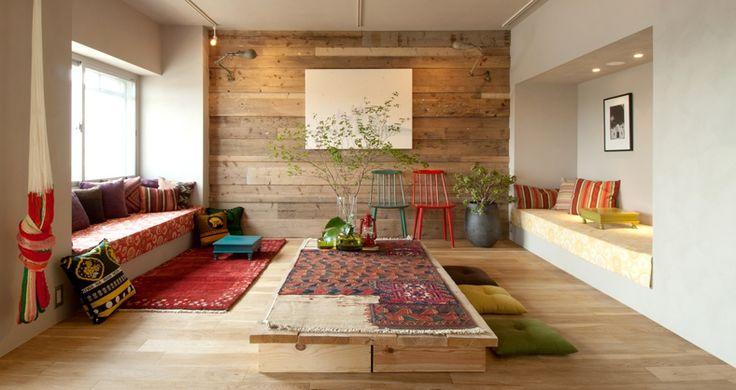 二人暮らし、住居兼アトリエとして利用の個人邸リノベーション物件のご紹介です。(※賃貸物件ではございません) 「住む人の好きなものが詰め込まれた部屋、その空間が一番心地よいと思います」今回のお施主さんのお言葉です。実際、置いてあるモノは長年少しずつ買い集めたお気に入りのモノばかり。  設計に関しては、当初から明確なデザインコンセプトは決めず、各々の空間を既にあるモノとの相性を考えながら設計を進めていき、その結果、どこにでも座れる=座り方のバリエーションが豊富な家が出来上がった。  「家の中に自分の居場所は?」と聞かれたとき、いくつもある家は素敵だと思います。