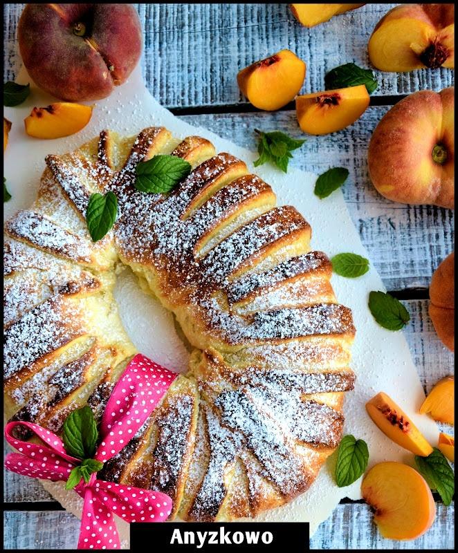 Anyżkowo: Bun with peaches   Baking   Pinterest   Buns, Peaches and ...