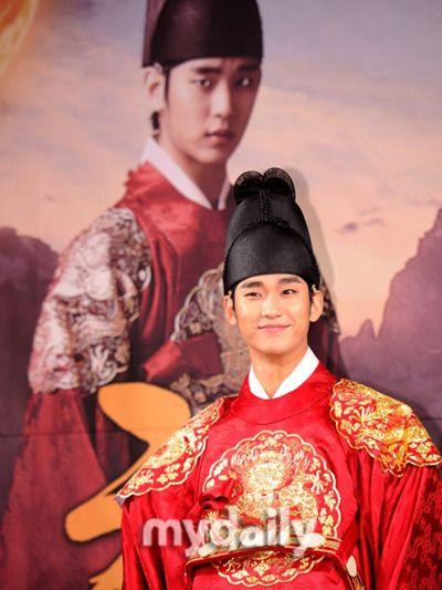 俳優キム・スヒョンが、自身の出演するMBCドラマ「太陽を抱く月」のOST(オリジナル・サウンドトラック)に参加する。韓国音楽著作権協会の公式ホームページには、キム・スヒョンが「太陽を抱く月 OST… - 韓流・韓国芸能ニュースはKstyle