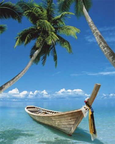 Łódka na rajskiej plaży - plakat - 40x50 cm  Gdzie kupić? www.eplakaty.pl